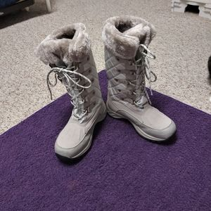 Pacific Mountain Winter Boots.